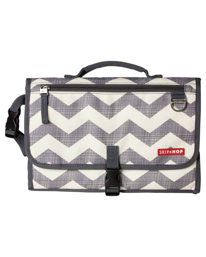 Pronto folded in chevron broad gray horizontal zigzags on white background with black trim