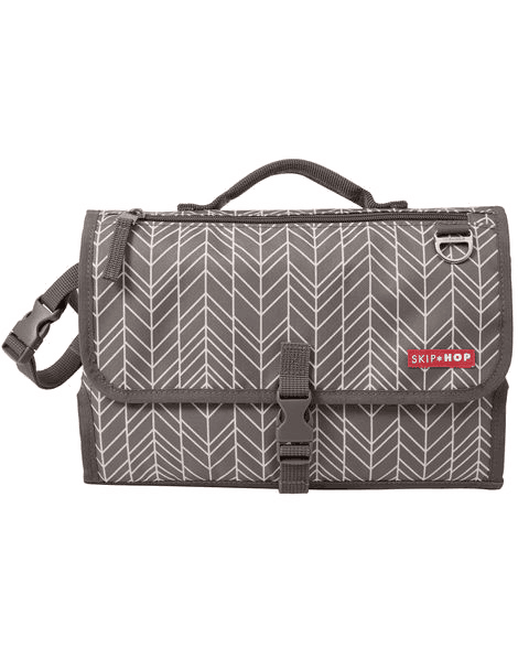 Pronto folded in gray feather white thin zigzag pattern crossed by white thin vertical bars on gray background